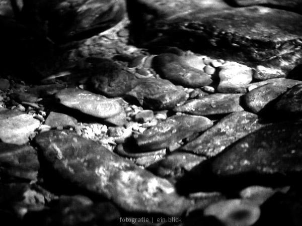 20070626225549_unterwasser_stein