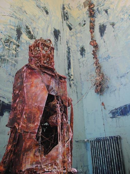 20110223120943_statue